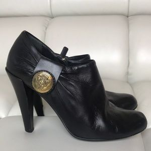 REDUCED!100% Authentic Gucci black leather booties